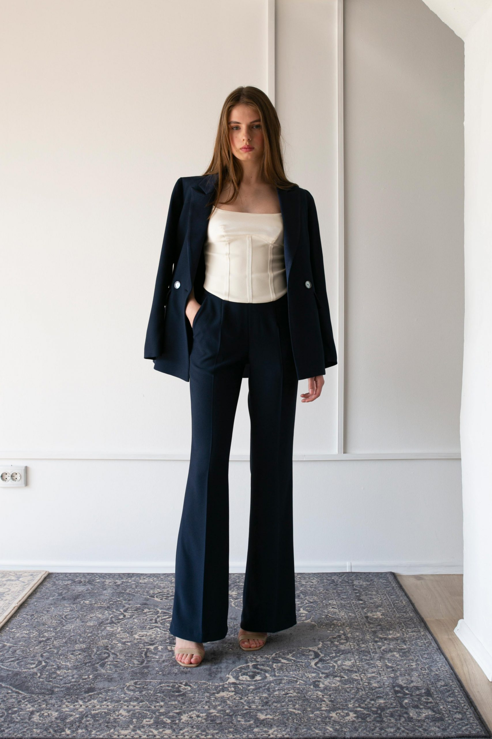 RAQUETTE SS20 - Space blue suit / Le corset in cady crepe