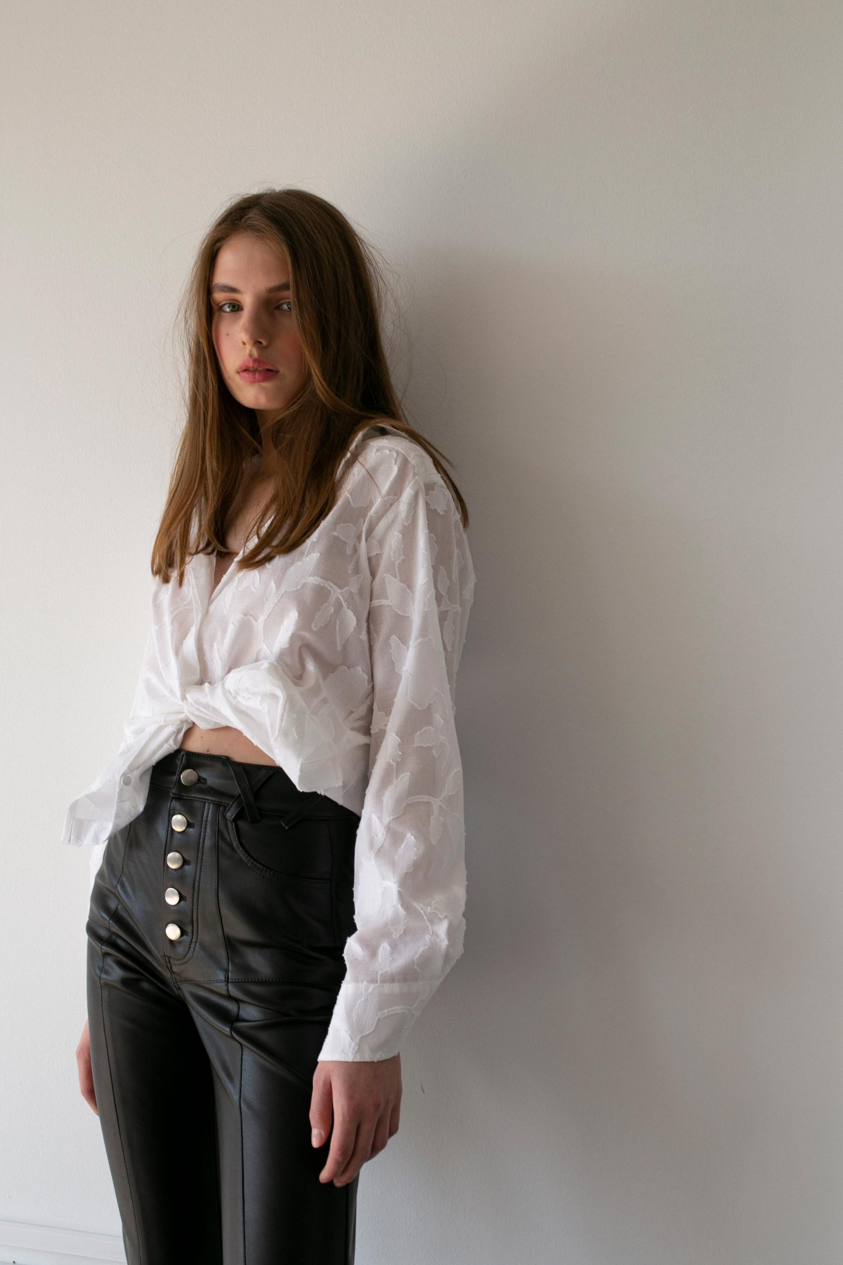 RAQUETTE SS20 - High White shirt / Rocket faux leather pants